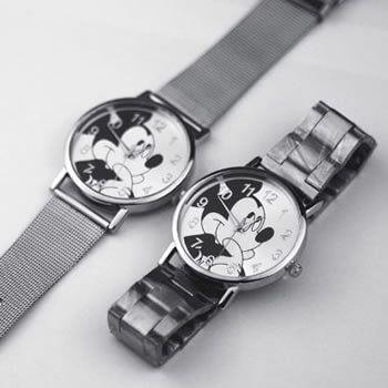 Reloj de Mickey con correa metálica en Aliexpres