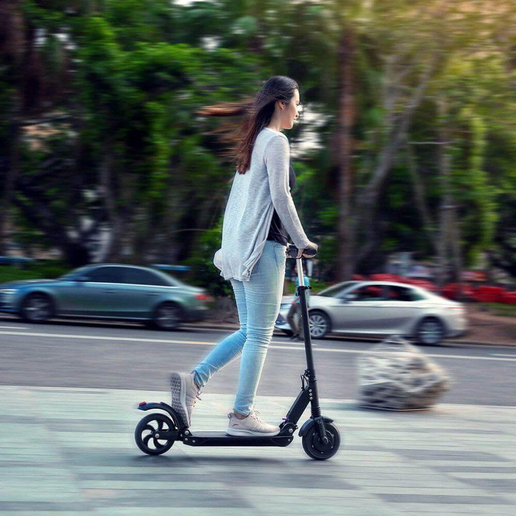 usar patinete en ciudad